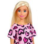 Boneca-Barbie---Fashion-And-Beauty---Loira-com-Vestido-Roxo-de-Coracoes---Mattel_Detalhe
